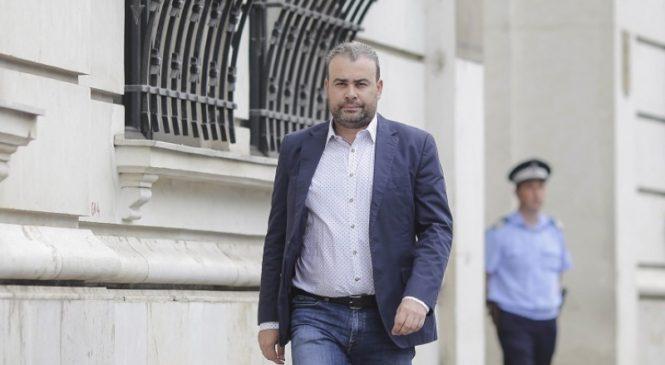 """Cu cât îl plătea PSD-ul pe Darius Vâlcov, """"omul de rară valoare"""" al lui Dragnea"""