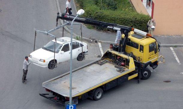 """Primăria Slatina reactivează """"hingherii"""" de mașini"""